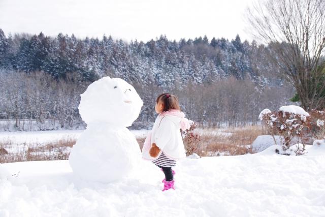 キャンプ場での雪遊び
